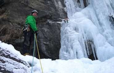 Learn to Ice Climb from Local Experts