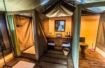 Ang'ata Camp Serengeti-En-suite Bathroom
